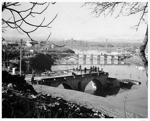 Ανακατασκευή της γέφυρας του Πηνειού 1945