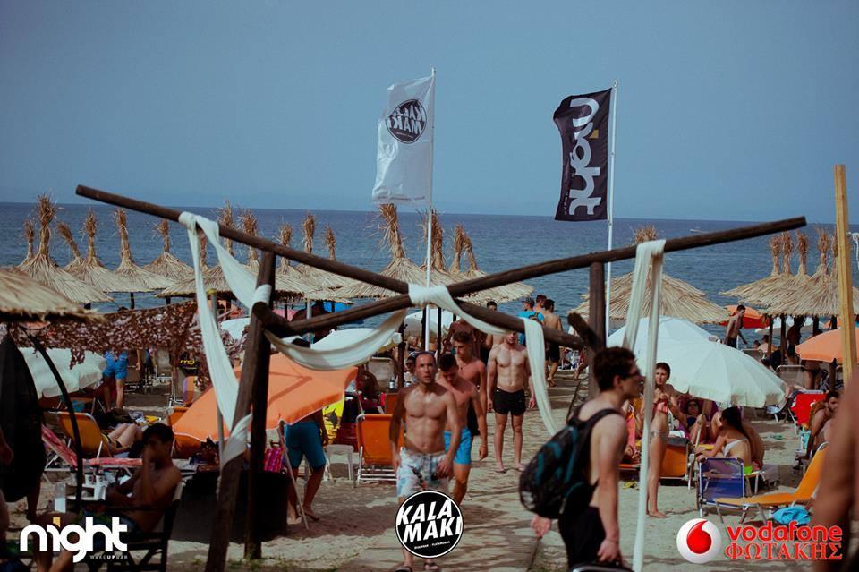 Χαμένοι στη δύση του ηλίου στο Kalamaki Beach Bar!