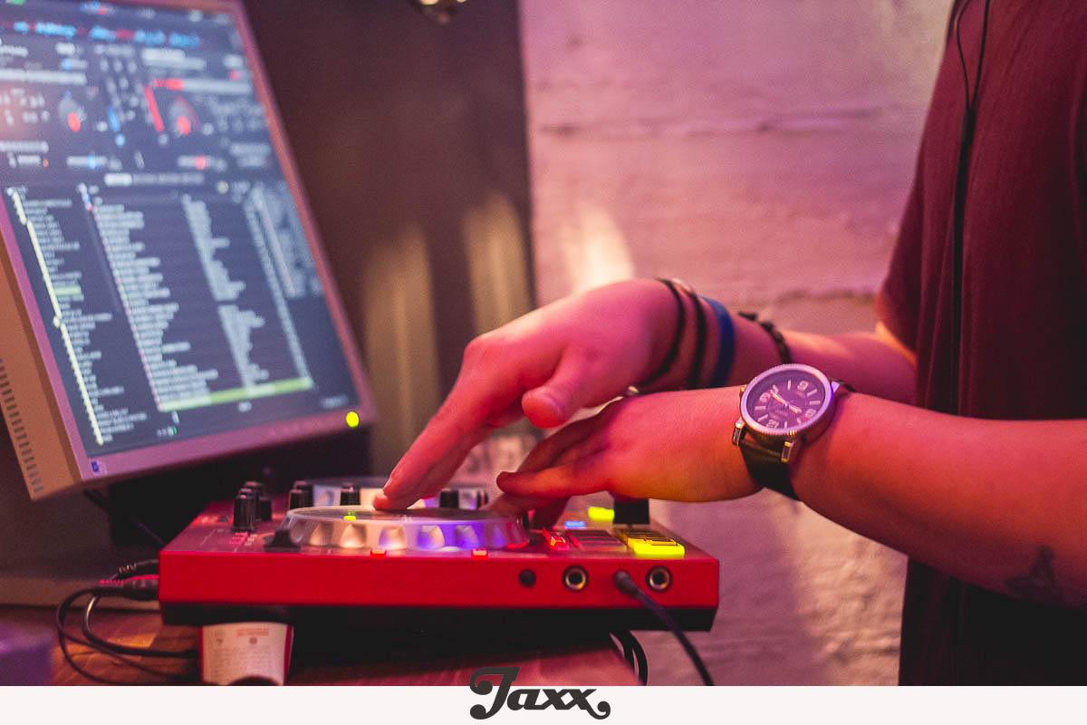 3 3 - Η αληθινή ιστορία του Jaxx!
