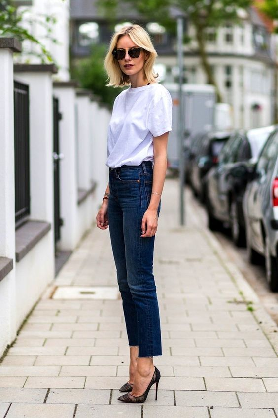 Cropped jeans με t-shirt ή μπλούζες με trois-quarts μανίκι και λεπτό πανοφώρι.