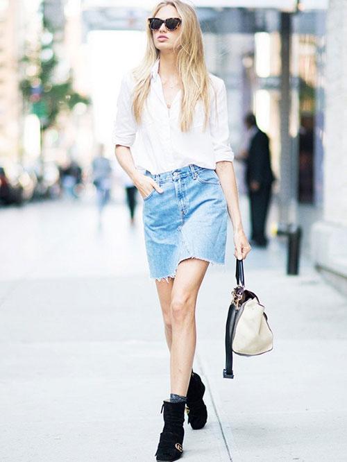 Πουκάμισο με jean φούστα και ankle boots.