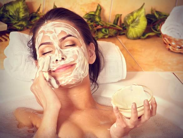 homemade face mask - 5 θεραπείες ομορφιάς που ΔΕΝ πρέπει να κάνεις πριν το ραντεβού σου