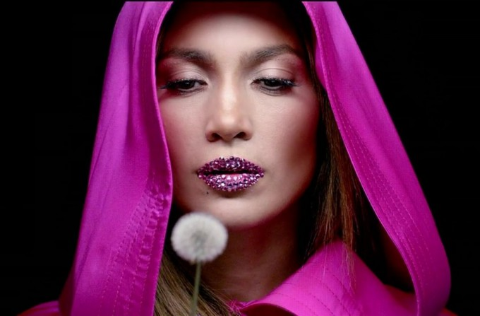 jlo2 1080x607 - Crystal Lips| Η νέα HOT τάση στο μακιγιάζ