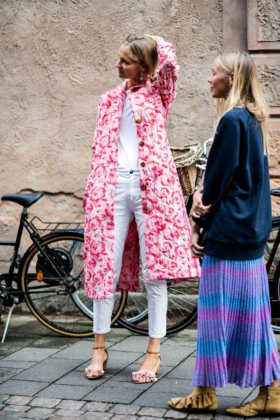 Θα δούμε παλτό… που θυμίζουν καλοκαίρι! Έντονα χρώματα και σχέδια θα στολίζουν τα πανωφόρια μας τον φετινό χειμώνα.