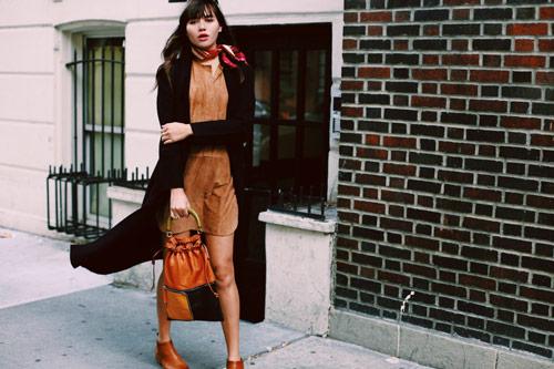 mantili 1 - Αυτό το αξεσουάρ είναι ήδη trend και μπορεί να απογειώσει το outfit σου!