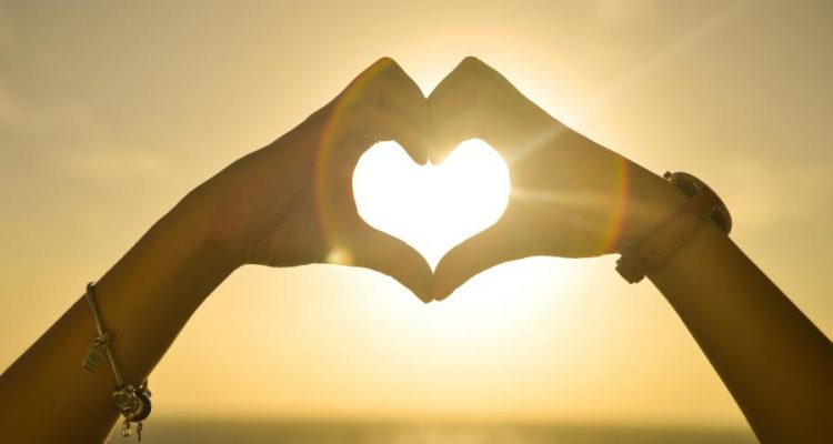 sunset-hands-love-woman-750x400
