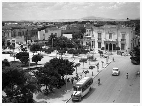Στην κεντρική πλατεία 1960