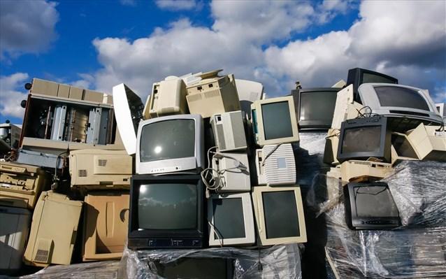 """Οι παλιές τηλεοράσεις ανακυκλώνονται από επιχειρηματία που βρίσκεται στη Σάμο - """"Αγγελία"""" της Off Art για το 2ο Φεστιβάλ Open Nights"""