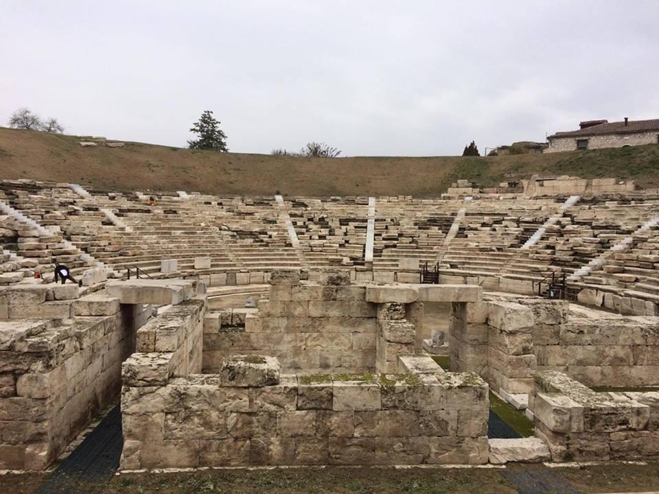 15571368 10210167817645902 680851811 n - Μια βόλτα στο Αρχαίο Θέατρο!