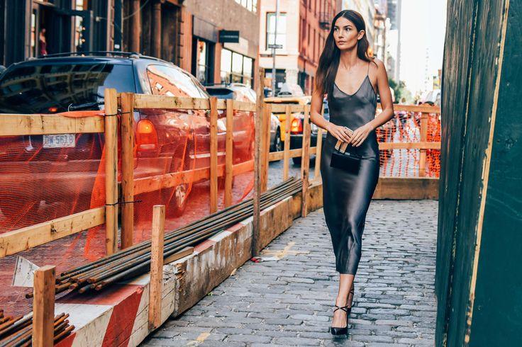 minimal2-model-off-duty-slip-dress-midi-lenght-black-pumps-streetstyle-how-to-wear-slip-dress-trend-2016