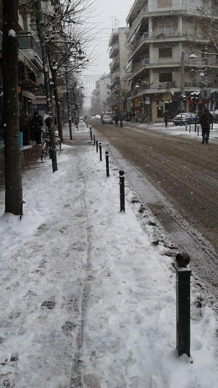15941908 10207626048040179 614397521 n 1 - ΕΚΤΑΚΤΗ ΕΠΙΚΑΙΡΟΤΗΤΑ- Tο έστρωσε ξανά στη  Λάρισα – Η χιονόπτωση συνεχίζεται