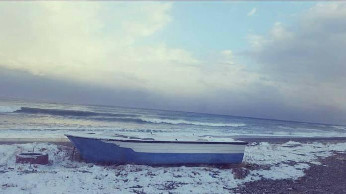 "agiokampos xioni - Λάρισα | Στα λευκά ""ντύθηκαν"" και οι παραλίες του νομού!"