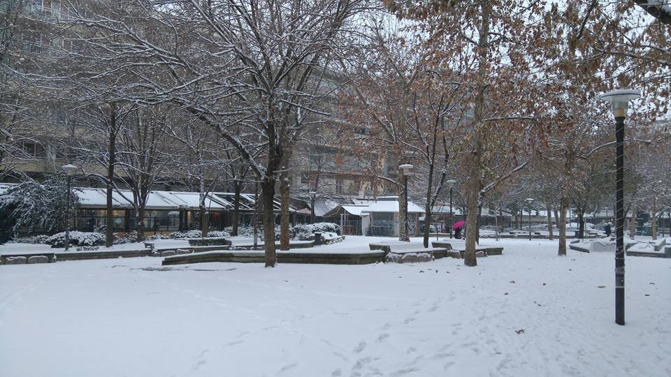 taxydromeiou - LIVE NOW: Χιονίζει ξανά στη Λάρισα | Πλατεία Ταχυδρομείου