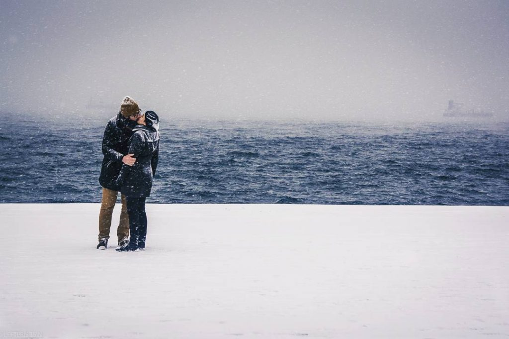 tsinarislefteris 11 1 2017 11 35 59 89 1024x683 - Ο έρωτας χιόνια δεν κοιτά   Η πιο ρομαντική φωτογραφία στα χιόνια!