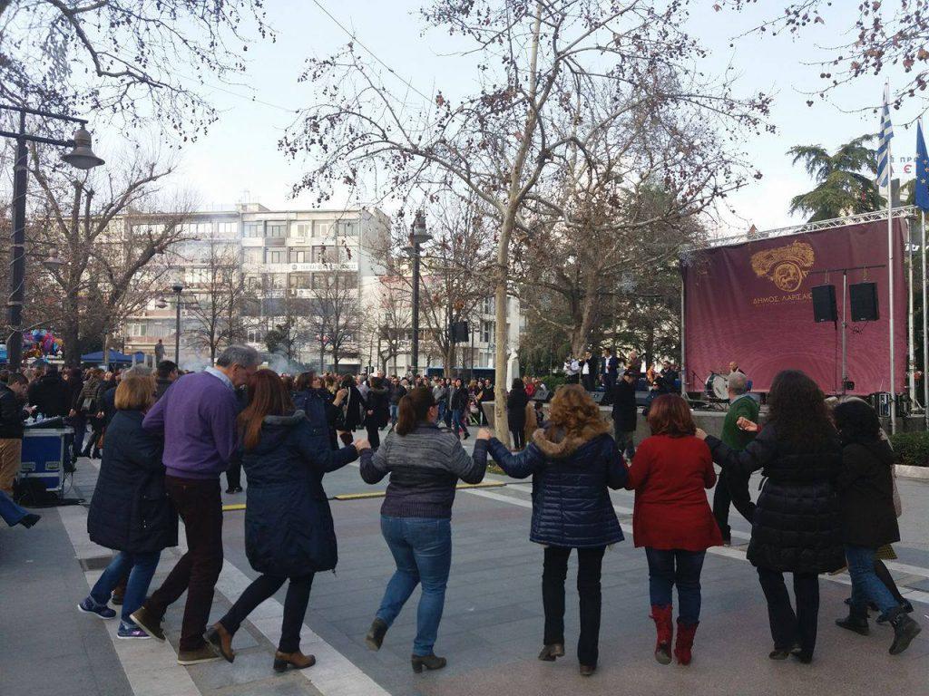 16763545 10210399327233825 397421298 o 1024x768 - Τσικνοπέμπτη στη Λάρισα: Ξεφάντωσαν οι Λαρισαίοι στην Κεντρική Πλατεία! (φώτο)