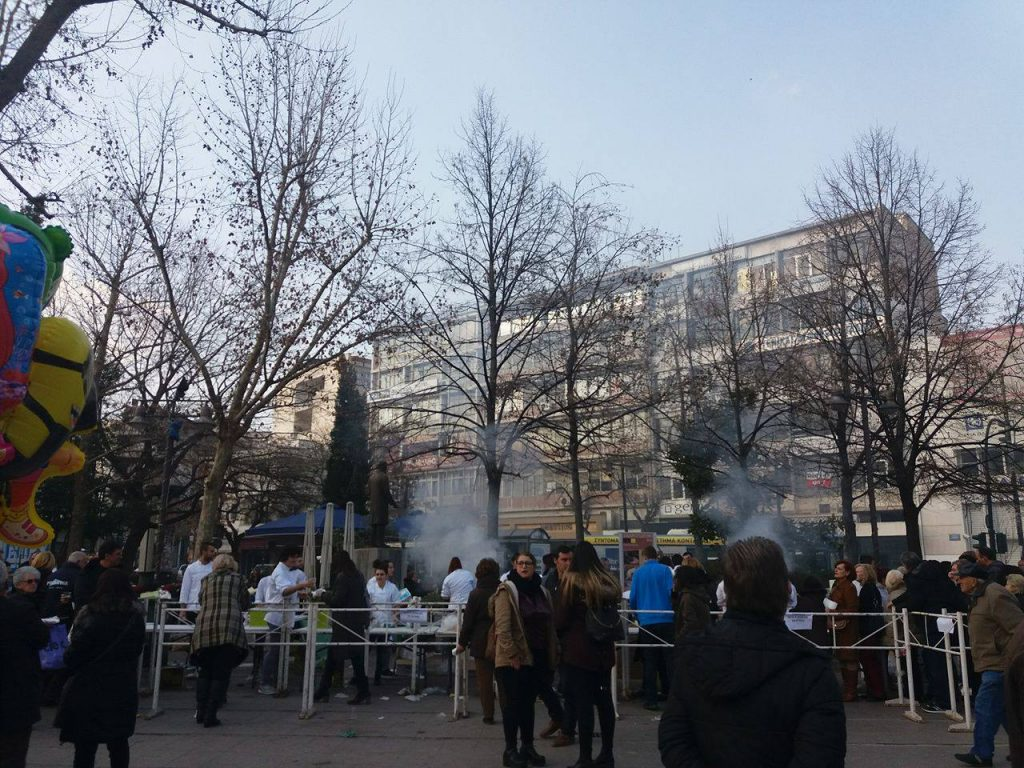 16804880 10210399325713787 1758944130 o 1024x768 - Τσικνοπέμπτη στη Λάρισα: Ξεφάντωσαν οι Λαρισαίοι στην Κεντρική Πλατεία! (φώτο)
