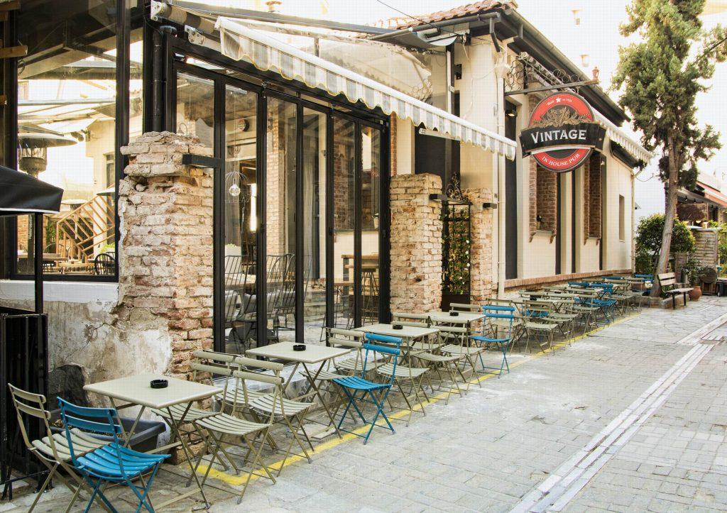 AKP 1816 copy 1024x723 - Vintage in house Pub : Μια φινετσάτη αυλή στο κέντρο της Λάρισας!