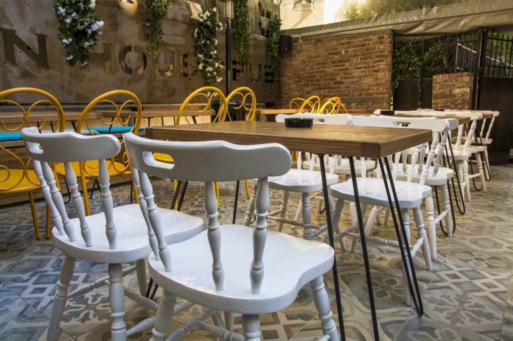 AKP 1849 copy 1024x682 - Vintage in house Pub : Μια φινετσάτη αυλή στο κέντρο της Λάρισας!