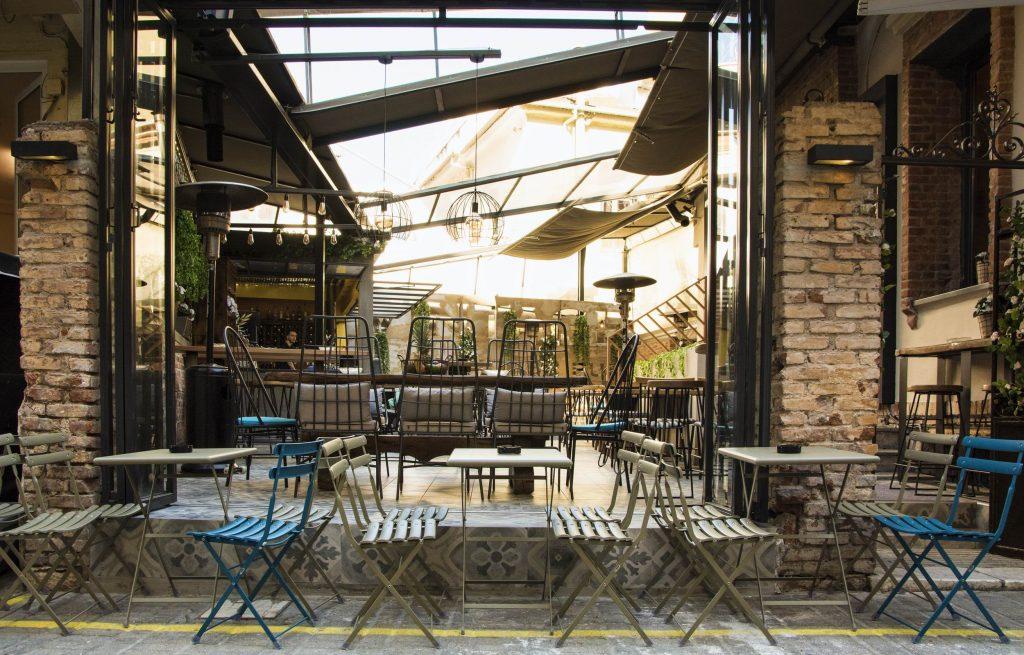 AKP 1869 copy 1024x655 - Vintage in house Pub : Μια φινετσάτη αυλή στο κέντρο της Λάρισας!
