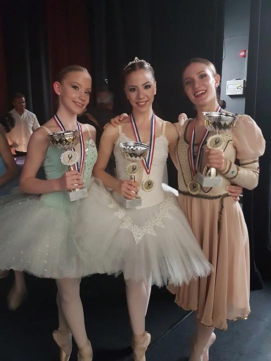 thumbnail ΑΠΡΙΛΙΟΣ 2017 1 - «Χρυσά κορίτσια» της Δημοτικής Σχολής Μπαλέτου και της Ανώτερης Σχολής Χορού