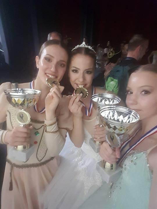 thumbnail ΑΠΡΙΛΙΟΣ 2017 2 - «Χρυσά κορίτσια» της Δημοτικής Σχολής Μπαλέτου και της Ανώτερης Σχολής Χορού