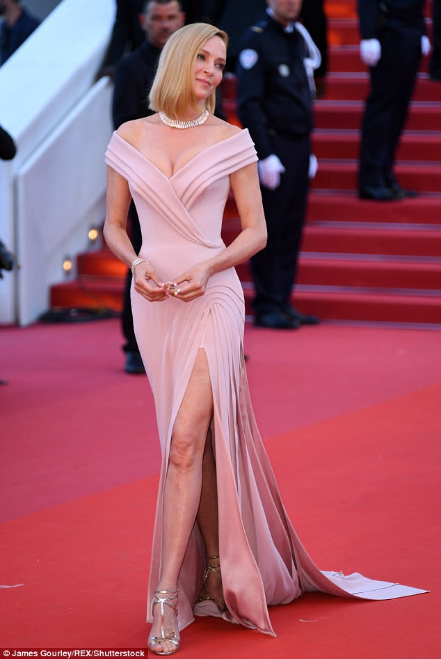 2017 05 18 4072d82e00000578 4515942 image a 12 149504455481511 - Cannes 2017: Δες τι φόρεσαν οι celebrities