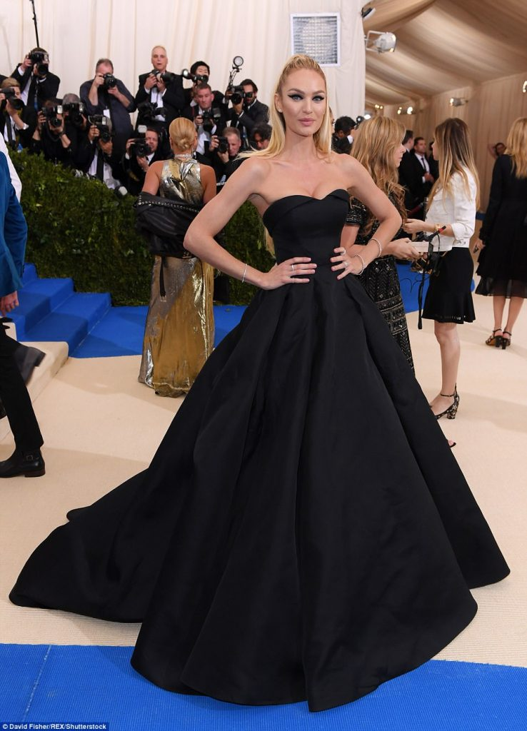 3FD23C4E00000578 4457030 Fit and flare Candice Swanepoel s black gown highlighted the mod a 16 1493706506957 738x1024 - Met Gala 2017: Δες τι φόρεσαν οι διάσημοι