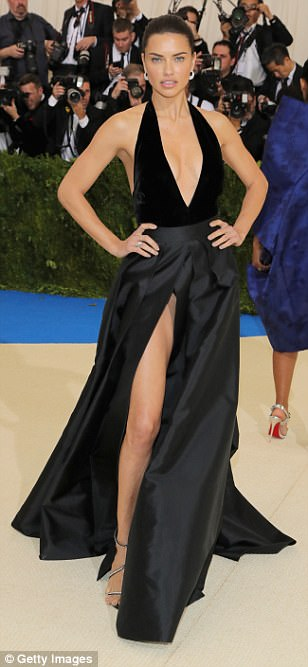 3FD259BE00000578 4457030 image a 23 1493706506959 - Met Gala 2017: Δες τι φόρεσαν οι διάσημοι