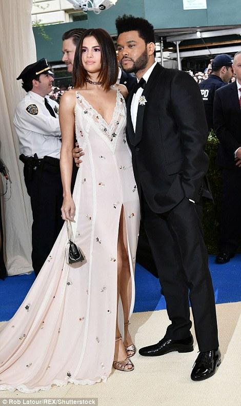 3FD2AA0400000578 4457030 image m 248 1493681903262 - Met Gala 2017: Δες τι φόρεσαν οι διάσημοι