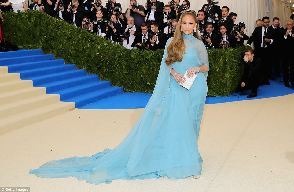 3FD3DDC200000578 4457030 Blue moon J Lo looked her very best in her baby blue Valentino d a 83 1493705624761 - Met Gala 2017: Δες τι φόρεσαν οι διάσημοι