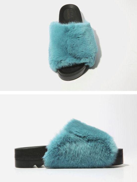 7bcb7373e36f84067997aea8bf8f632c - Slippers: Η νέα πιο hot τάση στις παντόφλες…που διχάζει