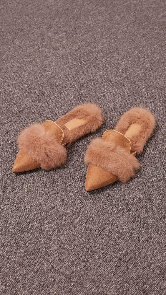 823eb1b4119d41b8905f44092da71423 - Slippers: Η νέα πιο hot τάση στις παντόφλες…που διχάζει