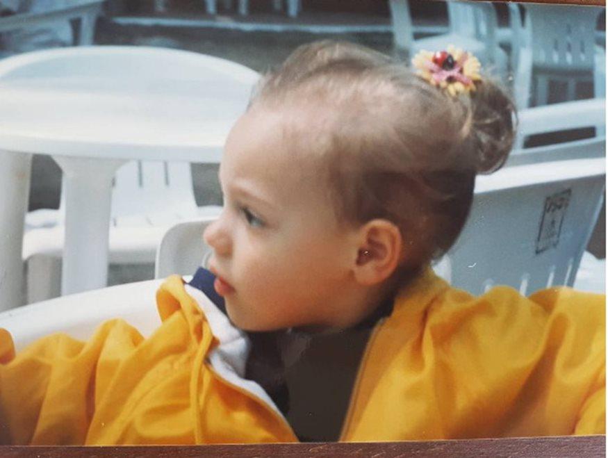 Korakaki - Το κοριτσάκι της φωτογραφίας είναι πασίγνωστη Ελληνίδα