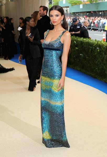 ReiKawakuboCommedesGarconsArtBetween12UuOJPkeiil - Met Gala 2017: Δες τι φόρεσαν οι διάσημοι