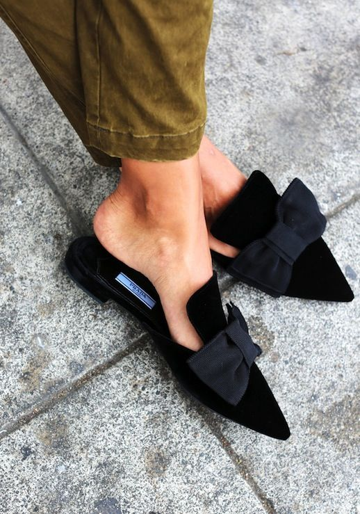 b038fac278bfa370995e2971ab45b71d - Slippers: Η νέα πιο hot τάση στις παντόφλες…που διχάζει