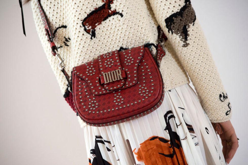 bandoliere dior cruise 2018 - Christian Dior cruise 2018: Όταν τα cowgirls κάνουν πασαρέλα