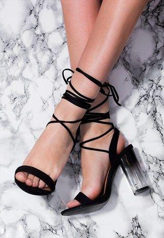 bb5014b20482cff53f29bacfc814ed74 - Clear Shoes:  το νέο trend που έχουν λατρέψει όλα τα fashion girls