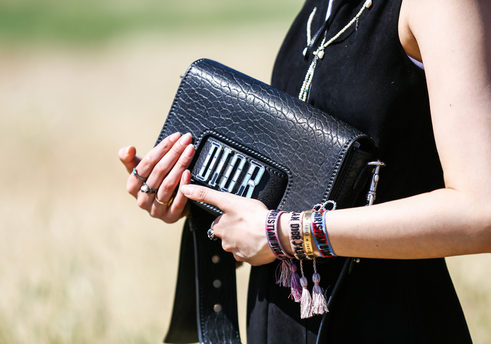 dior resort 2018 show buro247sg 14 - Christian Dior cruise 2018: Όταν τα cowgirls κάνουν πασαρέλα