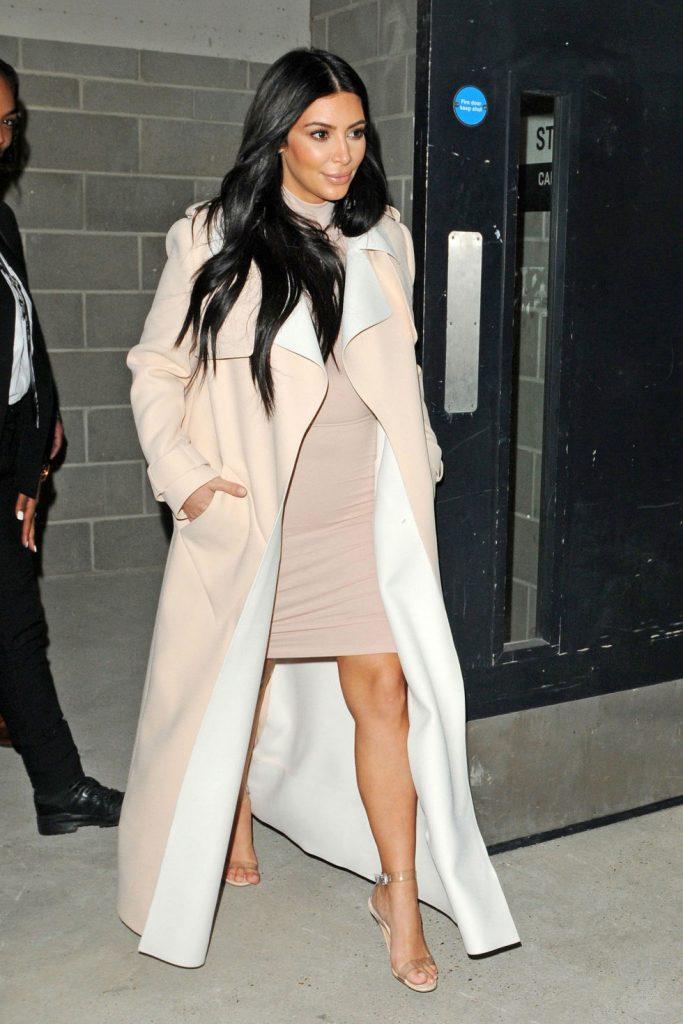 kim kardashian clear shoe trend 4 683x1024 - Clear Shoes:  το νέο trend που έχουν λατρέψει όλα τα fashion girls