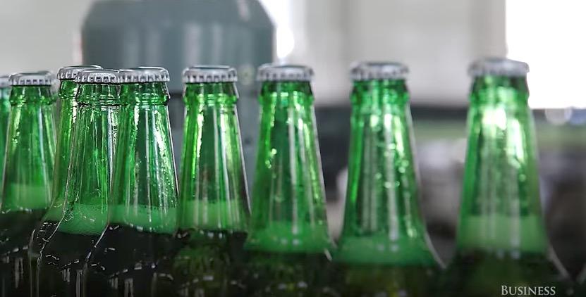Screen Shot 2017 06 07 at 12.33.40 - Και όμως γι' αυτό τα μπουκάλια μπύρας είναι πάντα καφέ ή πράσινα!
