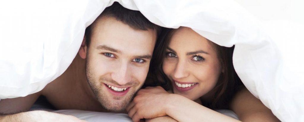 couple bandeau  cover 1024x414 - Έρευνα: Οι γυναίκες βλέπουν περισσότερο πορνό από τους άντρες
