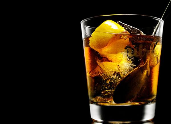 glassdrink11 - Θύμα της κρίσης και το αλκοόλ