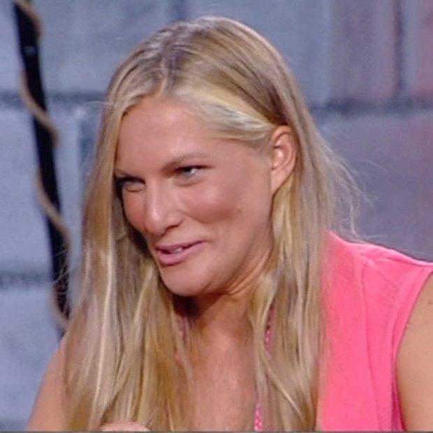 image 9 - Survivor Πανόραμα: Σάρα Εσκενάζυ: Γιατί πρηστήκανε οι γυναίκες στο Survivor;