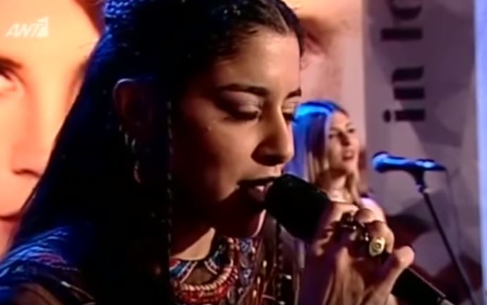 marinassatti - Μαρίνα Σάττι: Τραγουδά LIVE την «Μάντισσα» στο Ράδιο Αρβύλα!