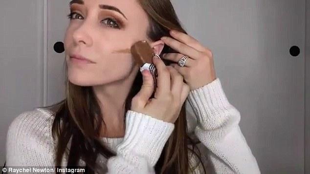 3AD6119D00000578 3980100 image a 10 1480373351849 - Το κορίτσι που έγινε viral κάνοντας το μακιγιάζ της με … φαγητό!
