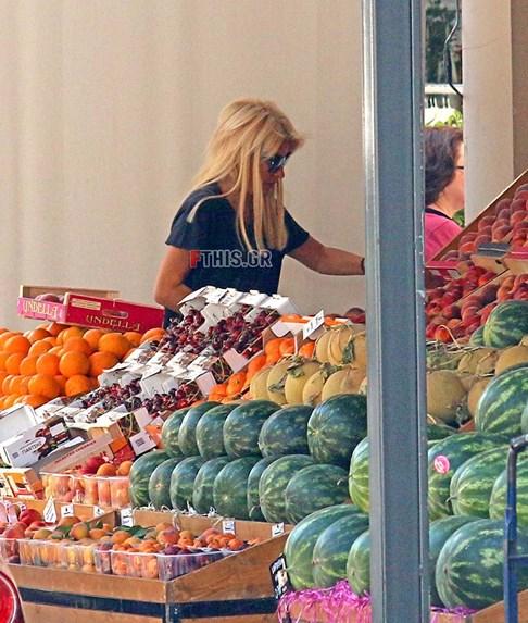 4152906 - Η Ελένη Μενεγάκη στο μανάβικο της γειτονιάς της με casual look!