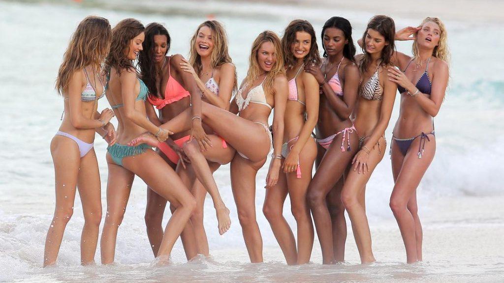 d17bb3b92c1f2468c9c11a0bc5062979 1024x576 - Τα Αγγελάκια της Victoria's Secret θέλουν να σου κρατήσουν παρέα