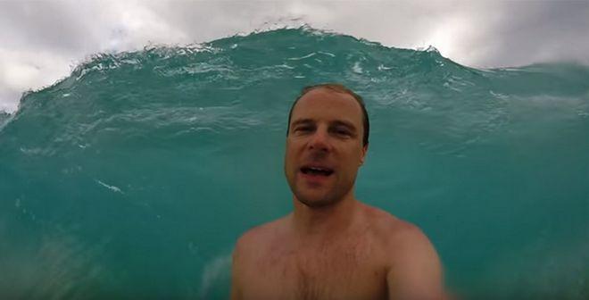katapiee - Όταν σε καταπίνει η θάλασσα και το 'selfie' βίντεο σε κάνει ρεζίλι!