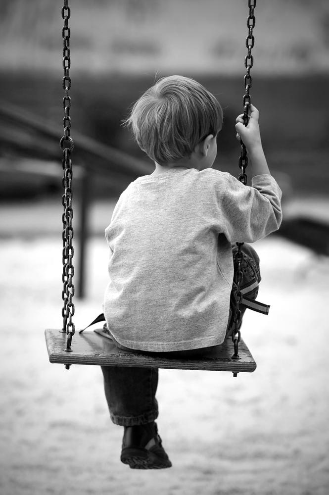 loneliness.10.1.13.shutterstock 466263011 - Πρωτοφανές στη Λάρισα: Αγοράκι 1,5 έτους βρέθηκε στον Αγ. Αχίλλιο