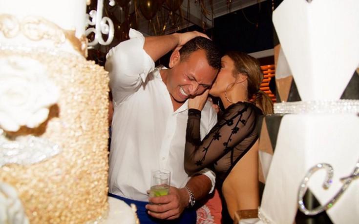 lop2 - Αυτό το φόρεμα μόνο η Jennifer Lopez θα μπορούσε να το αναδείξει